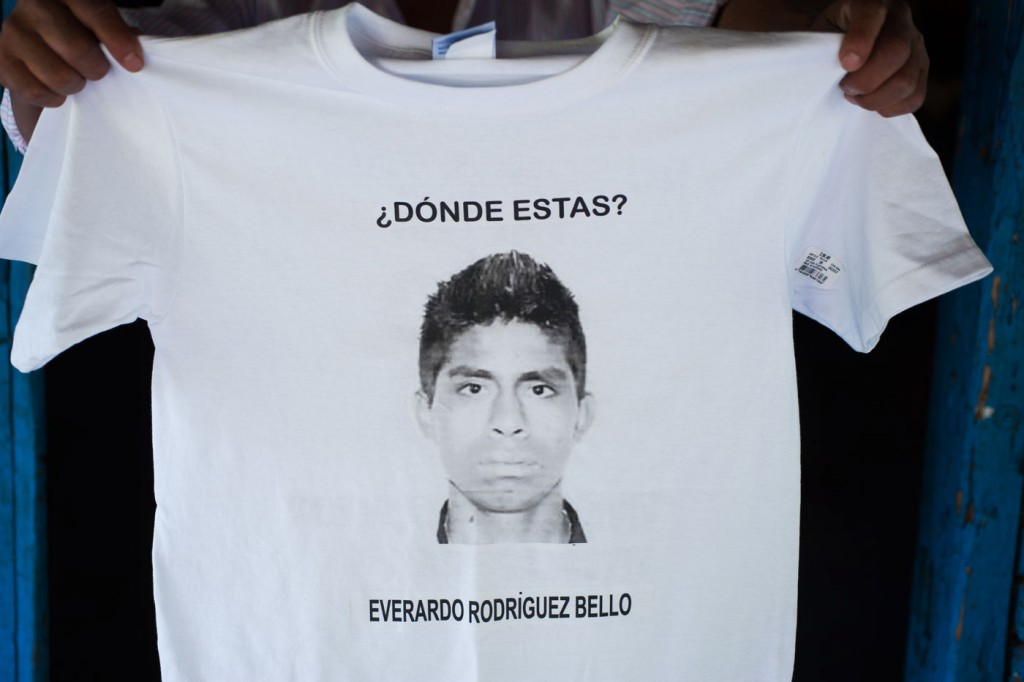 Forty-three male students from the Raul Burgos Rural Teachers College in Ayotzinapa, Guerrero were disappeared on September 26, 2014 at the hands of local police working in conjunction with drug traffickers. A t-shirt imprinted with his photo asks 'Where are you, Everardo Rodríguez Bello?'.