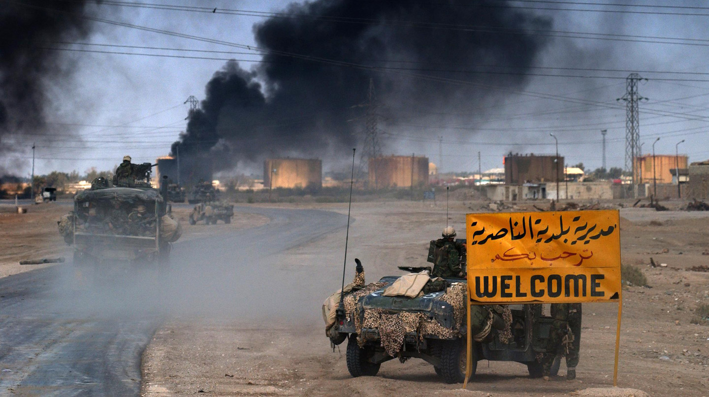 US Marines from the 2nd Battalion 8th regiment enter in the southern Iraqi city of Nasiriyah, March 23, 2003.