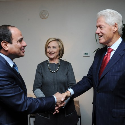 NEW YORK , NY- SEPTEMBER 22: Egyptian President Abdel Fattah el-Sisi (L), being in United States for the 69th Session of the UN General Assembly (UNGA 69), meet with Former U.S. President Bill Clinton (R) and his wife former US Secretary of State Hillary Clinton (C), in New York on September 22, 2014. (Photo by Egyptian Presidency/Anadolu Agency/Getty Images)
