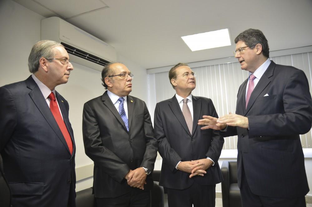 O presidente da Câmara, Eduardo Cunha, o ministro do STF, Gilmar Mendes, o presidente do Senado, Renan Calheiros e o ministro Joaquim Levy, durante o 1º Encontro Diálogos Estratégicos (Antonio Cruz/Agência Brasil)