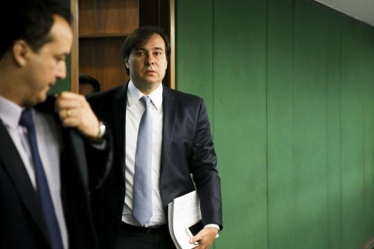Brasília - O presidente da Câmara dos Deputados, Rodrigo Maia, fala à imprensa após reunião da mesa diretora da Câmara (Marcelo Camargo/Agência Brasil)