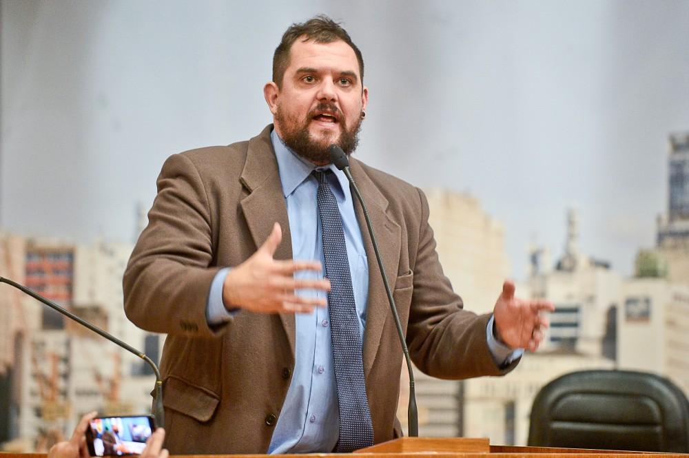 Vereador Rodrigo Maroni, que propôs o uso de coleira para assassinos e estupradores de animais, em sessão na câmara de Porto Alegre em 10 de maio de 2016.