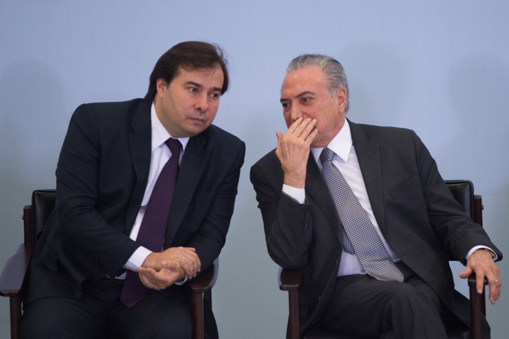 Brazilian President Michel Temer (R) and Lower House President Rodrigo Maia (L) attend a ceremony to promote new economy laws at Plantalto palace on October 27, 2016.<br /><br /><br /><br /><br /><br /><br /><br /><br /> Temer, who took over after the impeachment of Dilma Rousseff in August, urged an oil and gas conference in Rio de Janeiro to join what he said was an economy on the mend. / AFP / ANDRESSA ANHOLETE        (Photo credit should read ANDRESSA ANHOLETE/AFP/Getty Images)