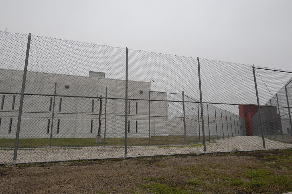 privately owned prisons in the united states A private prison or for-profit prison is a place in which there were 133,000 state and federal prisoners housed in privately owned prisons in the us 191% of the federal prison population in the united states is housed in private prisons and 68% of the us.