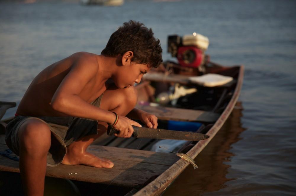 Garoto-pescando-Mayangdi-Inzaulgarat-1484917962