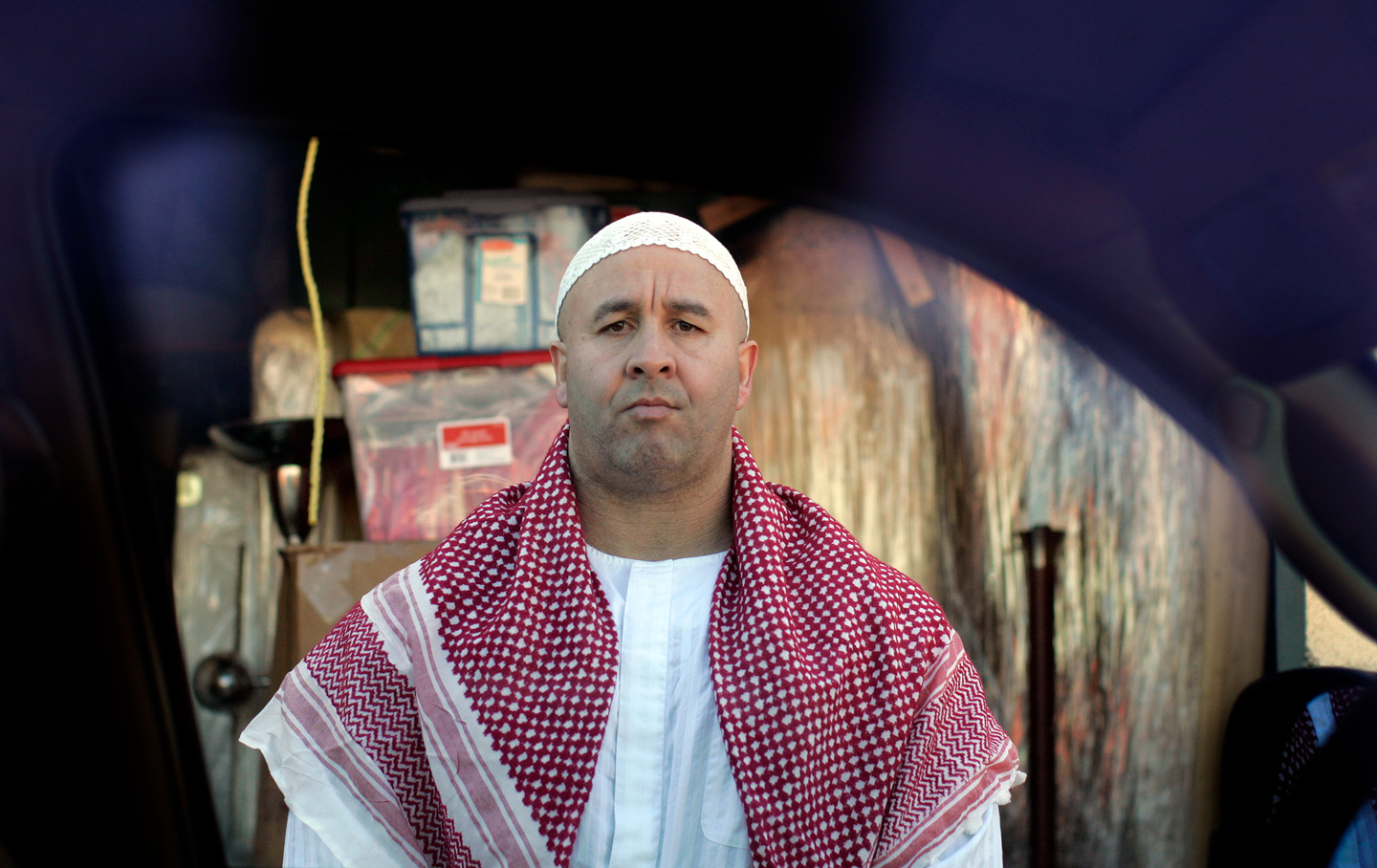 Dressed in his undercover Islamic clothing, Craig Monteilh was recruited by the FBI to spy on Muslims.  (Photo by Gina Ferazzi/Los Angeles Times via Getty Images)