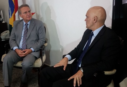 Brasília - Líder do PMDB no Senado, Renan Calheiros, recebe Alexandre de Moraes, indicado a ministro do STF. Moraes foi ao Congresso Nacional apresentar suas credenciais aos senadores (Débora Brito/Agência Brasil)