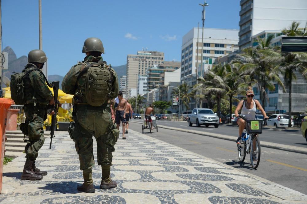 Rio de Janeiro - Forças armadas atuam no patrulhamento nas praias da zona sul da capital fluminense. (Tomaz Silva/Agência Brasil)