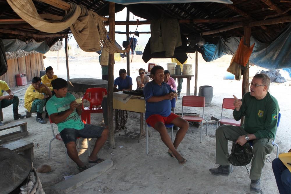 Kayapo-Indians-talking-to-Luciano-Evaristo_Ibama-official-copy-1490135644