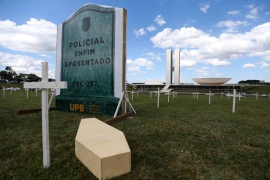 Brasília - Policiais protestam contra a PEC da reforma da Previdência em frente ao Congresso Nacional (Marcelo Camargo/Agência Brasil)