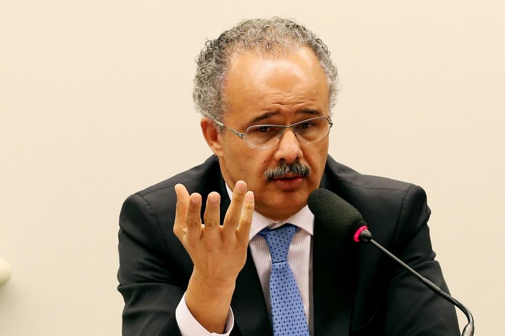 Brasília - O relato, deputado Vicente Candido, apresenta parecer sobre reforma política em comissão especial sobre a matéria na Câmara dos Deputados (Wilson Dias/Agência Brasil)