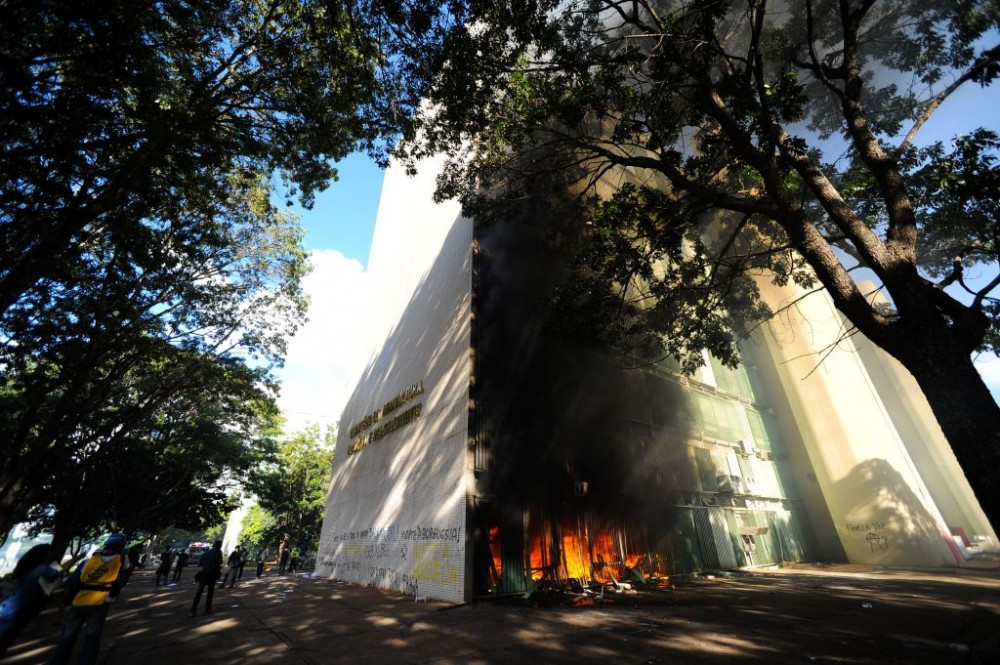 "View of a fire at the Brazilian Ministry of Agriculture during clashes in the protest ""Occupy Brasilia"" against the labor and social security reforms and the government of President Michel Temer in Brasilia, on May 24, 2017. / AFP PHOTO / Andressa Anholete        (Photo credit should read ANDRESSA ANHOLETE/AFP/Getty Images)"