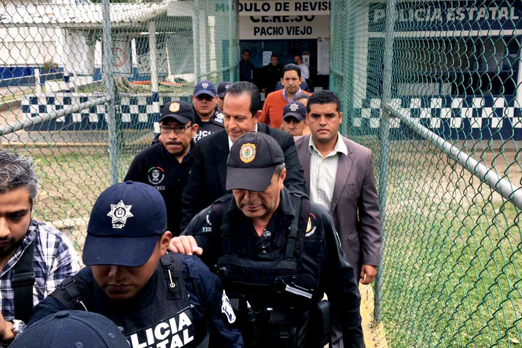EUM20170203NAC12.JPG&lt;br /&gt;&lt;br /&gt;&lt;br /&gt;&lt;br /&gt;<br /> XALAPA, Ver. Security/Seguridad-Veracruz.- Aspectos de la detención del ex secretario de Seguridad Pública de la entidad durante la gubernatura de Javier Duarte, Arturo Bermúdez Zurita, 3 de febrero de 2017. Foto: Agencia EL UNIVERSAL/JMA (GDA via AP Images)