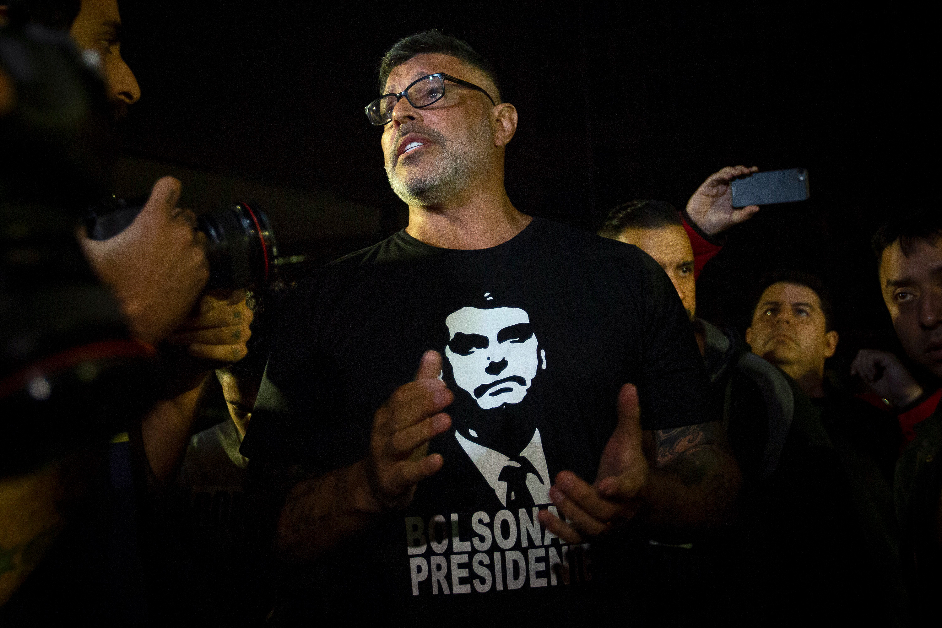 SP - Sao Paulo - 07/09/2018 - Jair Bolsonaro movement Albert Einstein - Candidate for Federal Deputy for the PSL of Rio de Janeiro Alexandre Frota, during a prayer vigil in support of Jair Bolsonaro in front of Albert Einstein Hospital at night this Friday 07, Bolsonaro, who was attacked yesterday afternoon in Juiz de Fora, Minas Gerais, while on schedule, was transferred to Sao Paulo this morning to continue the treatment of recovery, his condition is considered serious but stable Photo: Suamy Beydoun / AGIF (via AP)