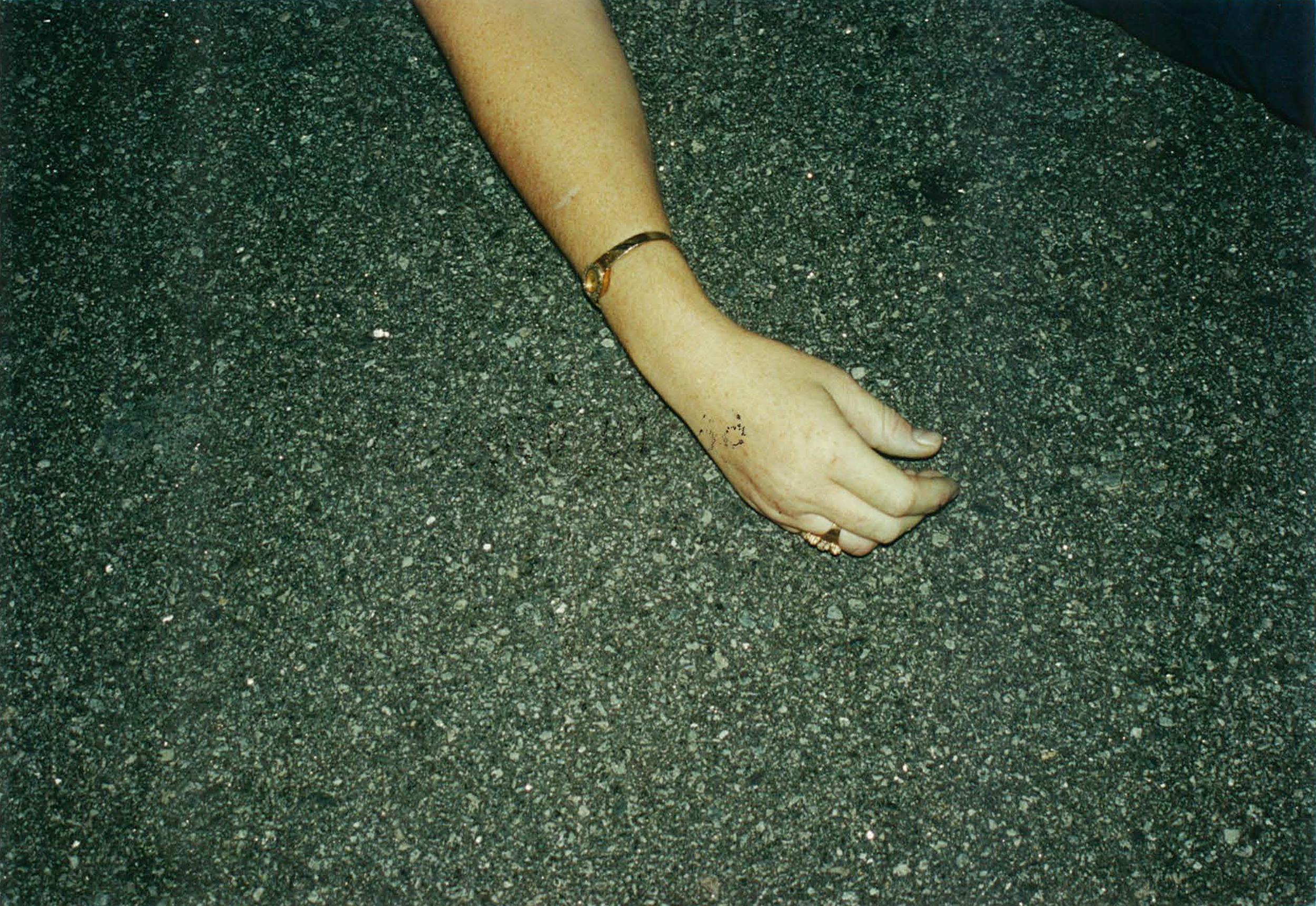 adel-hand-1543735428