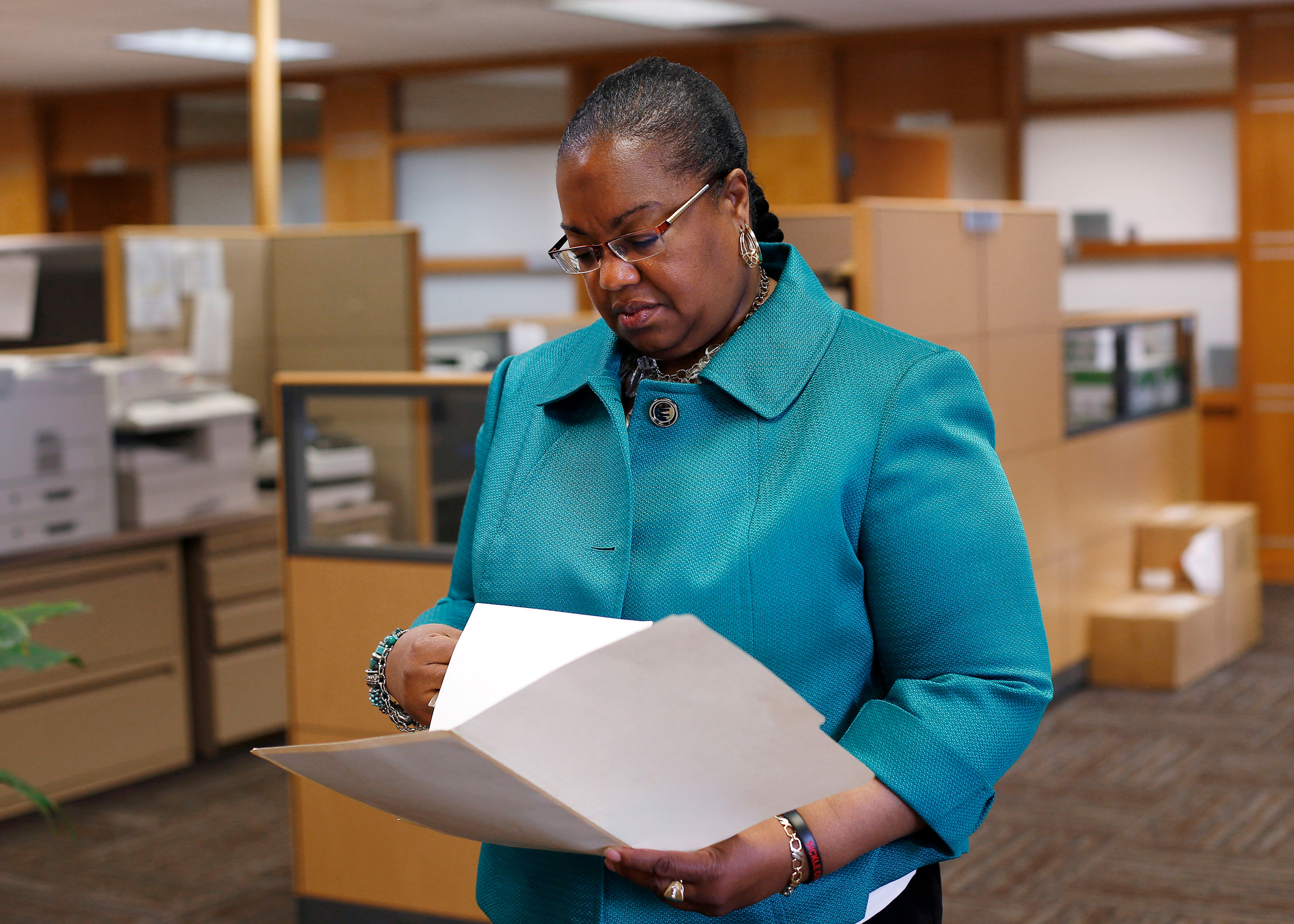 Wayne County Prosecutor Kym Worthy checks papers in Detroit Monday, April 20, 2015. (AP Photo/Paul Sancya)