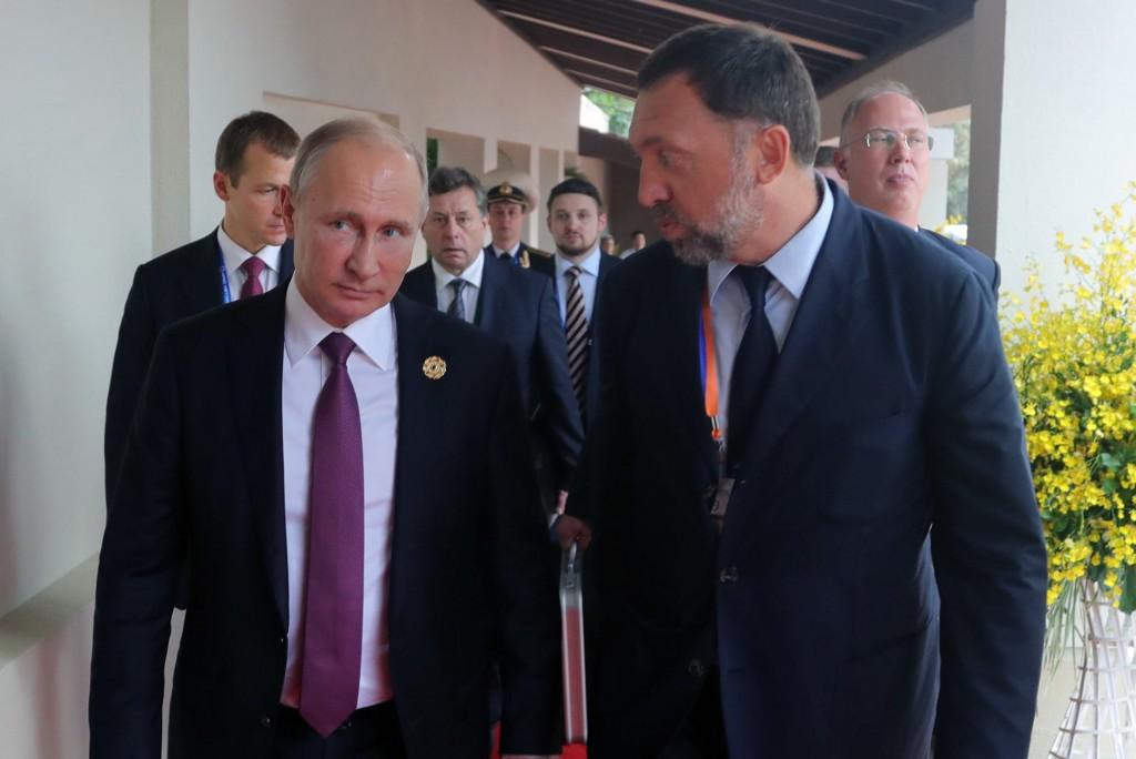 Russia's President Vladimir Putin (L) talks to Rusal President and Management Board Member Oleg Deripaska at the 2017 Asia-Pacific Economic Cooperation (APEC) summit at Da Nang, Vietnam on Nov. 10, 2017.