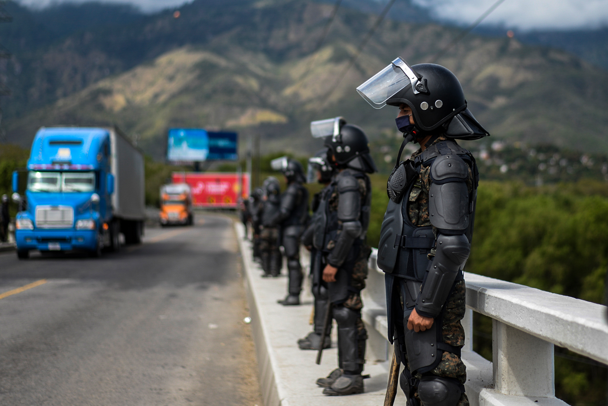 Members Guatemalan Army stand guard at a bridge in Zacapa, Guatemala on January 19, 2021. - On buses and trucks, Guatemala transported Tuesday several groups of migrants who were part of a US-bound caravan back to Honduras, after police and military officers forced them to desist from the crossing. (Photo by Johan ORDONEZ / AFP) (Photo by JOHAN ORDONEZ/AFP via Getty Images)