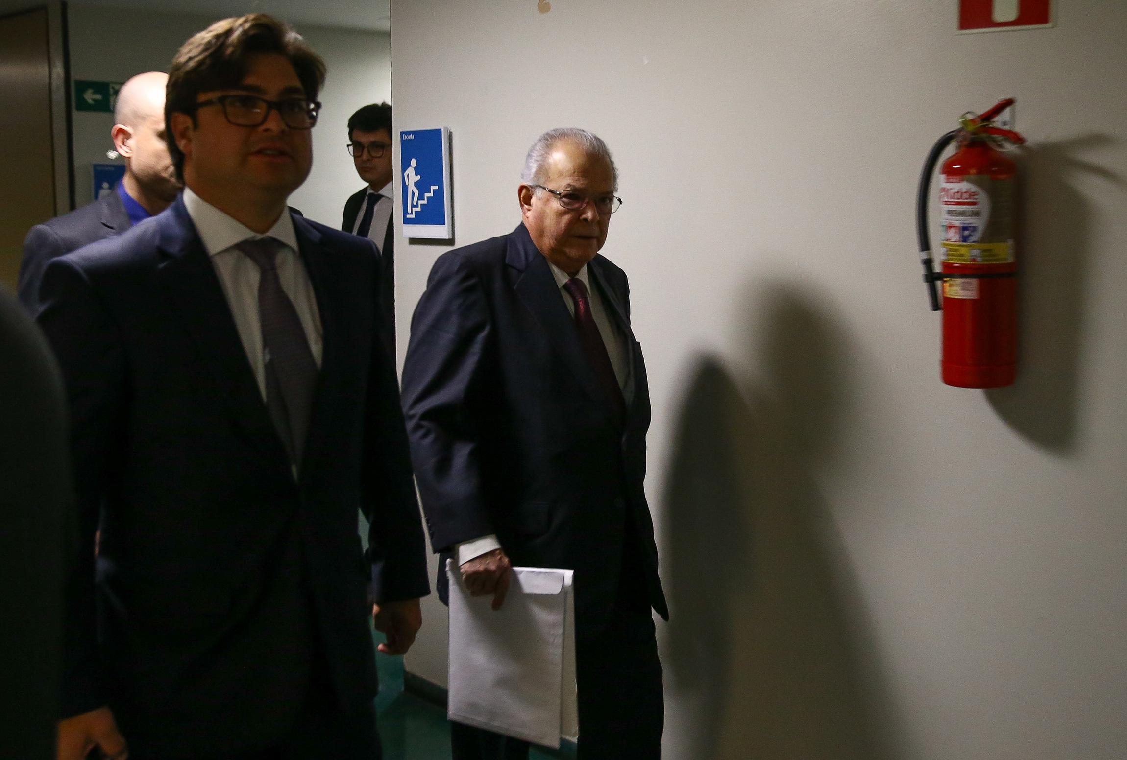 BRASÍLIA, DF, 03-07-2019: EMÍLIO-ODEBRECHT - O empresário Emílio Odebrecht chega ao plenário onde a CPI do BNDES irá se reunir para ouvi-lo, na Câmara dos Deputados. (Foto: Pedro Ladeira/Folhapress)